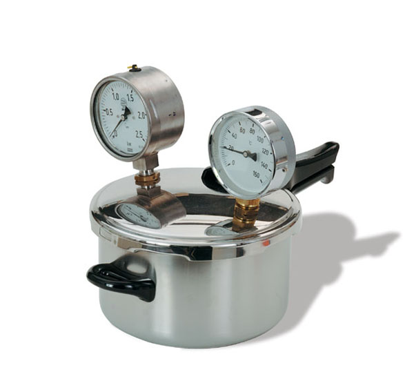 Pressure cooker with measuring instruments