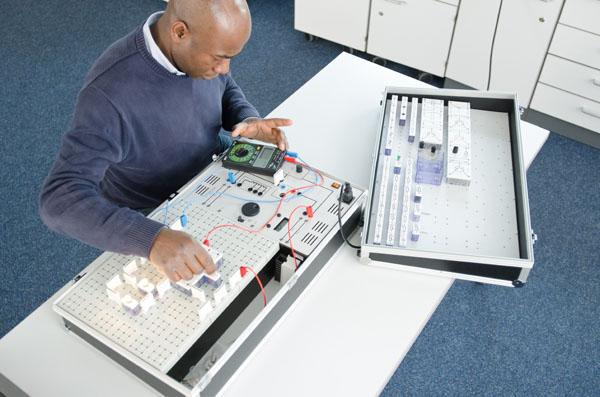 Compact set 'Basics of automotive electrical engineering'