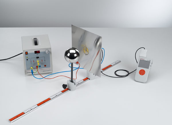 Measuring the electric field strength of a charged sphere in front of a conductive plate (image charge)