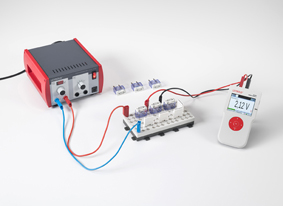 Measuring current and voltage at resistors connected in parallel and in series