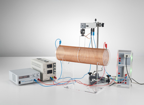 Measuring the force acting on current-carrying conductors in the magnetic field of an air coil - Recording with CASSY