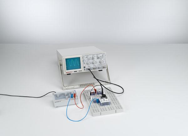 Determining capacitive reactance with a Wien measuring bridge