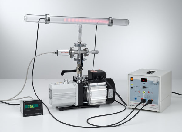 Investigating spontaneous gas discharge in air as a function of pressure