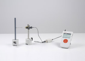 Recording the characteristic of a Geiger-Müller (end-window) counter tube