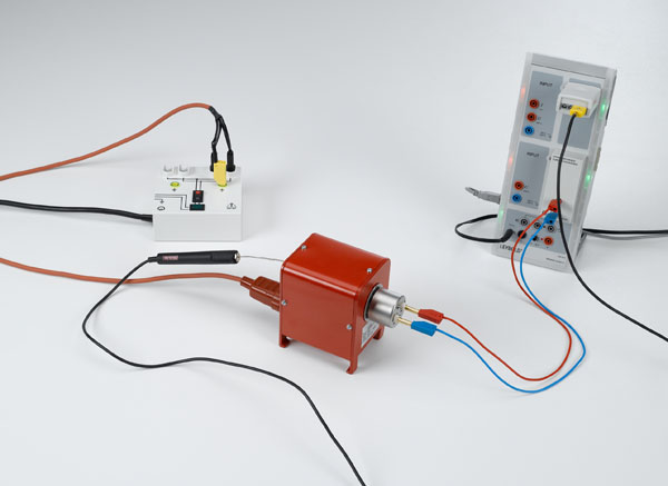 Measuring the temperature-dependency of a semiconductor resistor